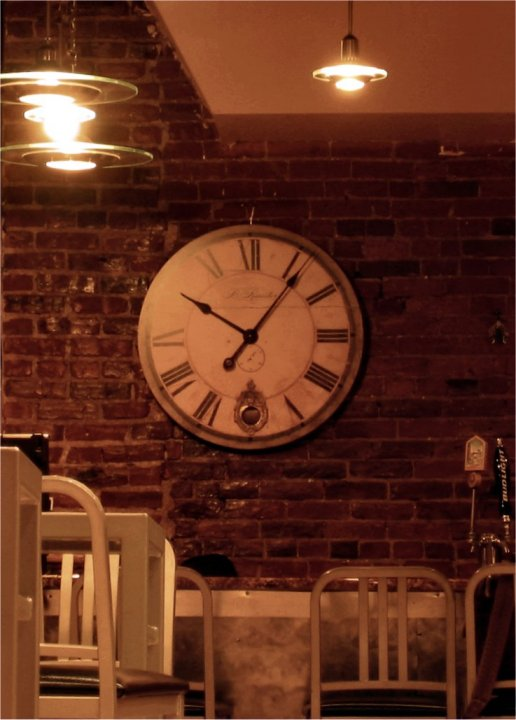 Bar clock in Colorado - Nov 2005 - photo by Mike Fisk - soul-amp.com