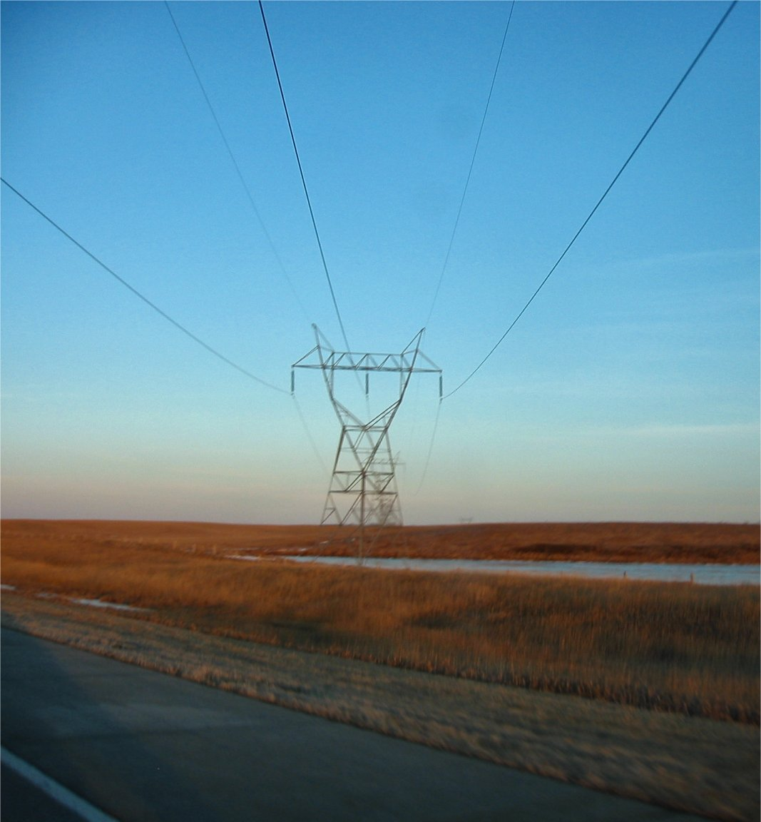 I94 - North Dakota - High tension power lines - March 2005 - soul-amp.com