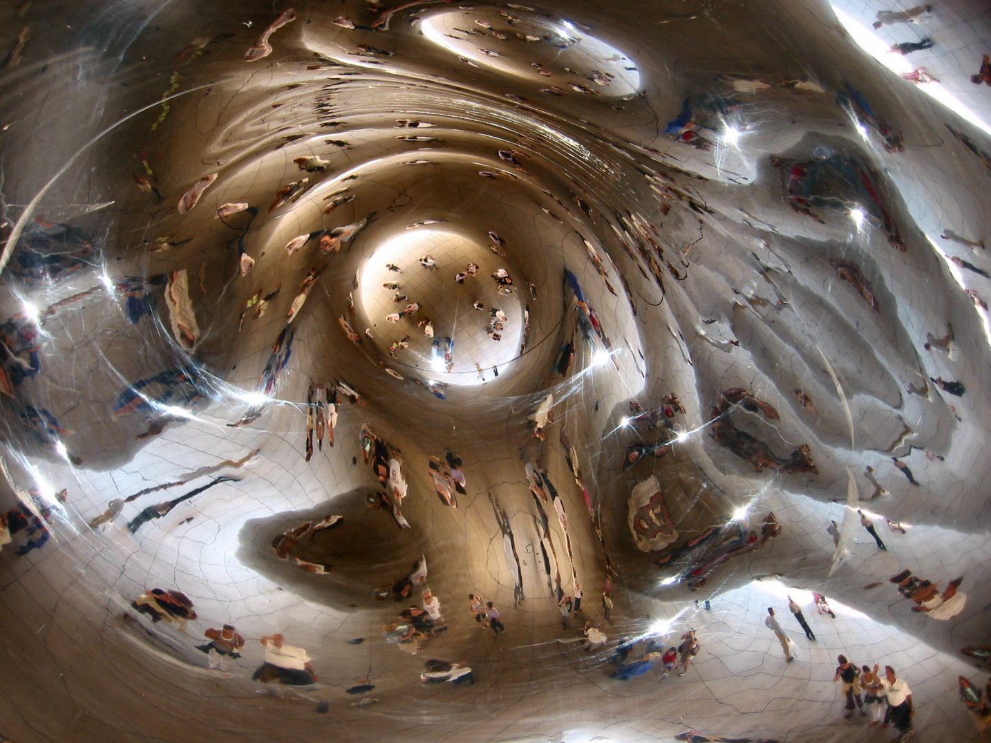 Cloud Gate - Millenium Park Chicago - August 2007 - photo by Mike Fisk -- soul-amp.com