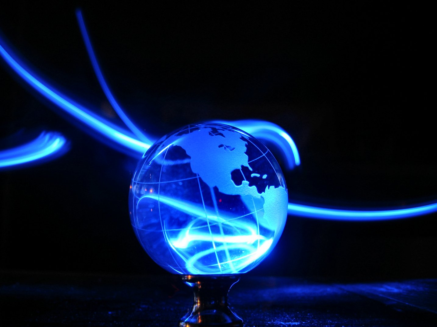 Painting with LED lights - glass Earth Globe with electric bolts - soul-amp.com