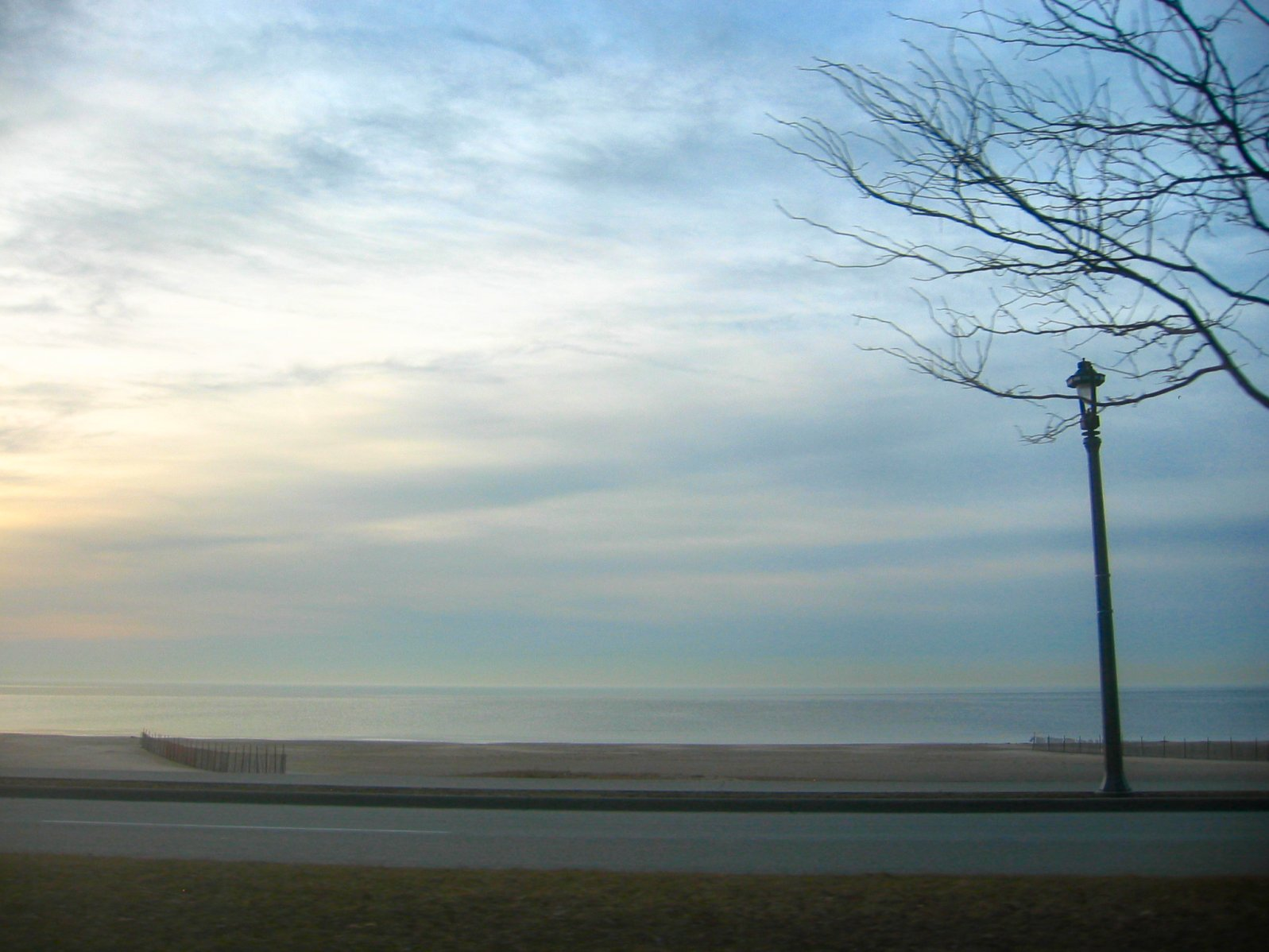 Lincoln Memorial Drive and Bradford Beach in Morning - March 2009 - soul-amp.com